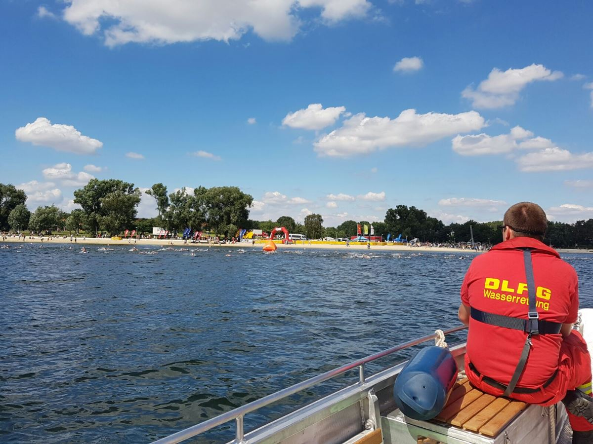 German Life-Saving Association in action during the public triathlon (photo: DLRG / Heling)
